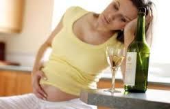 bahaya alkohol saat hamil