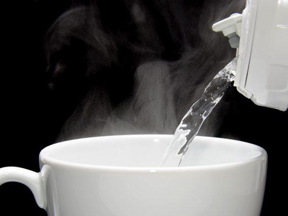 bolehkah ibu hamil minum air hangat